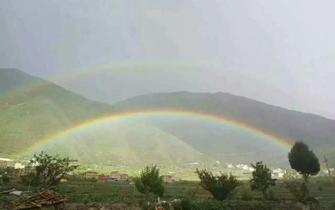 罕见:马尔康市雨后现双彩虹