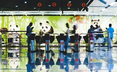地铁三号线熊猫大道站 摄影记者 郭广宇
