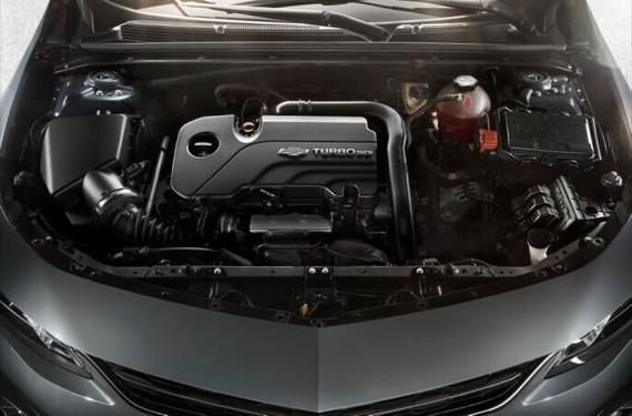 一方面,这套动力组合为迈锐宝XL带来了输出充沛、传递直接、操控灵敏的驾驶感;另一方面,在全系标配的智能启停、主动进气格栅、精心优化的空气动力设计以及低滚阻轮胎等等减阻增效技术辅助下,迈锐宝XL的百公里平均油耗仅为6L,这一数值甚至要比其他品牌的一些紧凑型轿车还要低。   而为了满足依旧喜欢自然吸气发动机动力输出特性的消费者,在1.