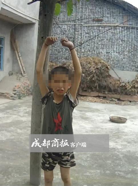 少年偷葡萄被吊葡萄架下 邻居劝说反遭扇耳光