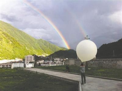 氢气球将探测仪带上天,捕捉西南涡