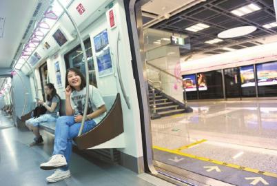 7月27日,成都地铁3号线一期工程开通试运行。
