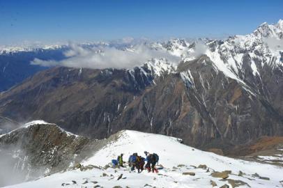 四姑娘山攀登难度大,每年都有驴友失事的新闻传出。摄影张磊(资料图片)