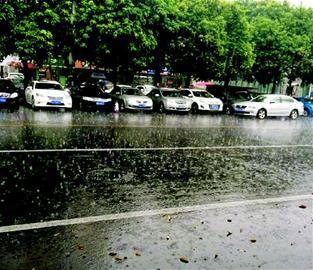 昨日成都市区突降大雨