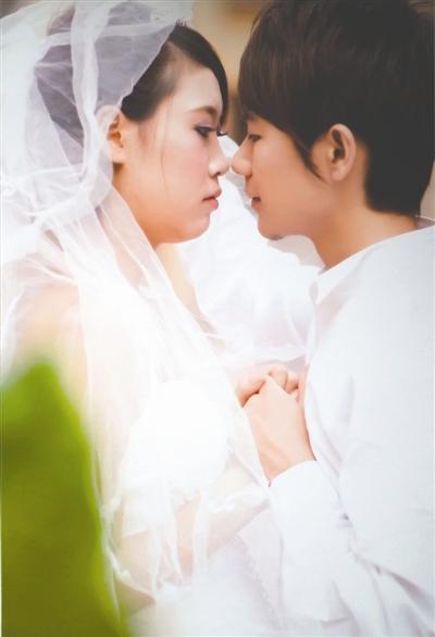 """罗丹和周正洪曾经的""""结婚照"""""""