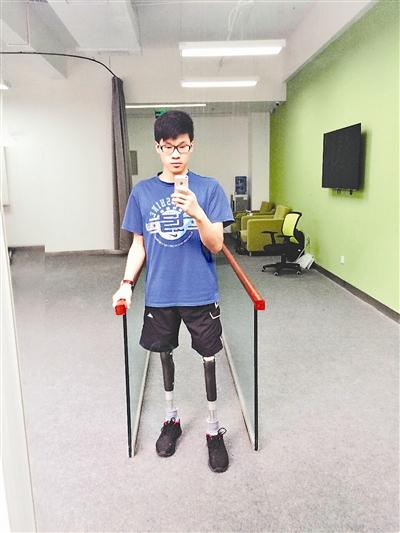 """""""科比男孩""""李安强第一次朋友圈发了自己的义肢"""