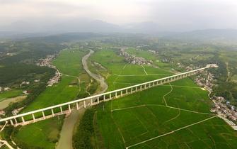 西成高铁四川段完工超8成 明年通车