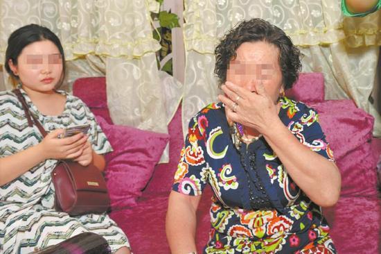 8月27日,得知小王被骗后,外婆非常伤心。