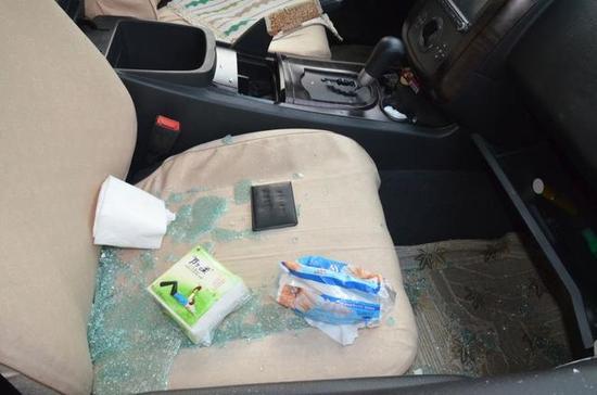 3男子因缺钱深夜狂砸车辆盗取财物