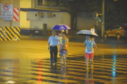 昨晚成都大雨来袭。