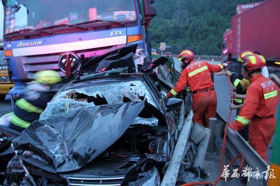 绵广高速广元段发生7车追尾