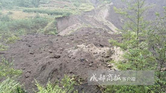 北川陈家坝山体塌方