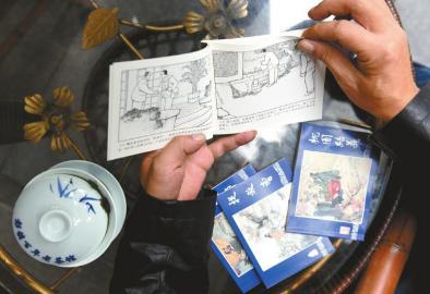 一本小儿书,一杯盖碗茶是老刘的最爱。