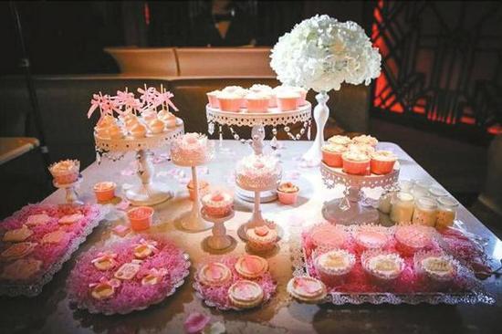 张女士手工制作的甜品桌