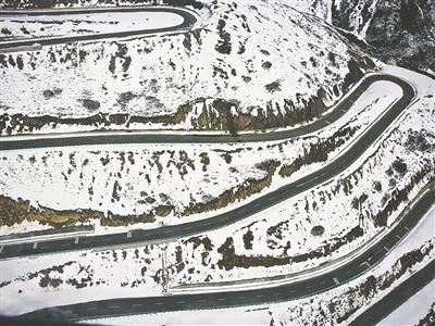 雪山梁隧道施工现场