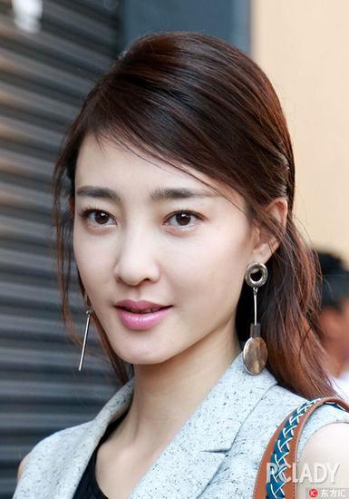 """时尚 时尚心经 > 正文    """"素颜女神""""王丽坤简约出镜,气质清新的她"""