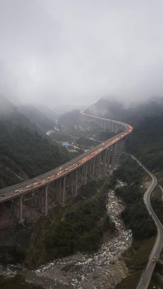 京昆高速雅西段拥堵