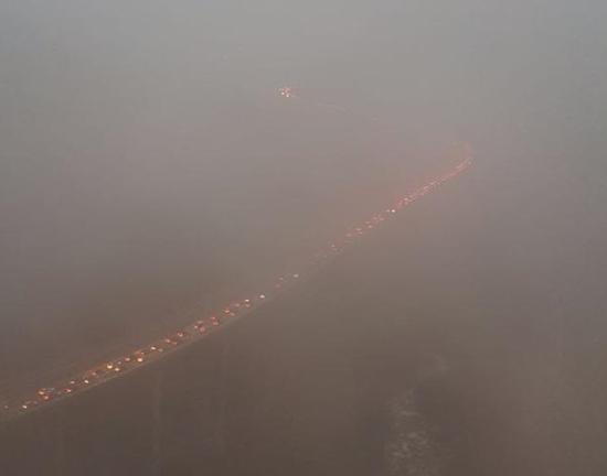 雅西高速起雾通行缓慢