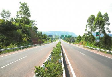 巴南广高速。吴德权 摄