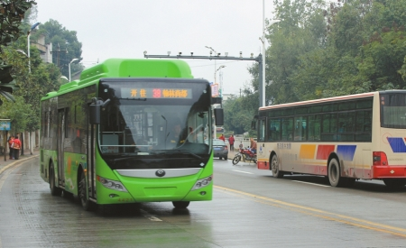 自贡新投入60台高级公交车。