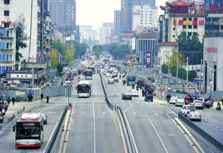 11月24日,成都一环路中医学院路口到菊乐路实行单向通行。
