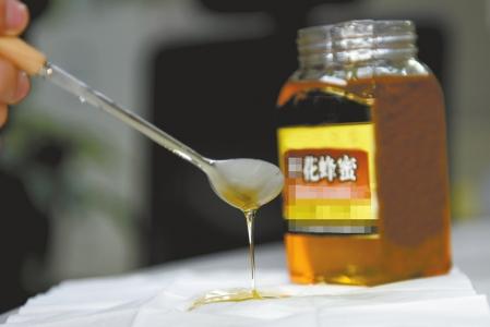 市面上出售的低价蜂蜜真假难辨。