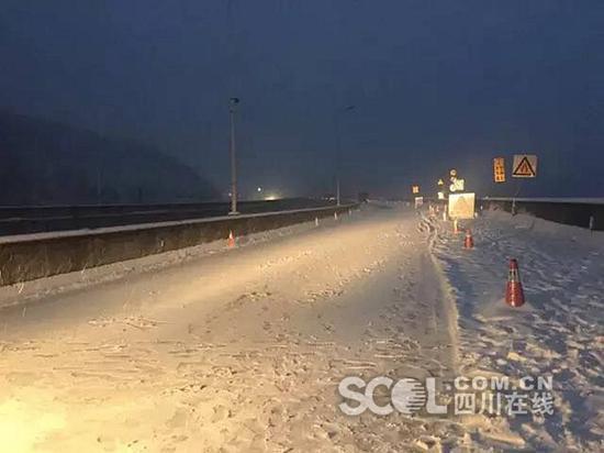 雅西高速拖乌山段双向管制