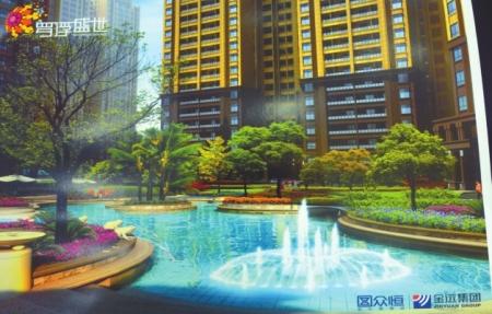 售房时的效果图上,小区中庭内设计有水池