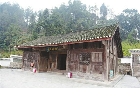 湖北杨大爷的金丝楠木老宅外景。