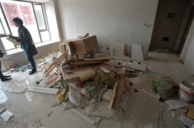 装修半年仍是这副渣样 装修工还找业主要工钱