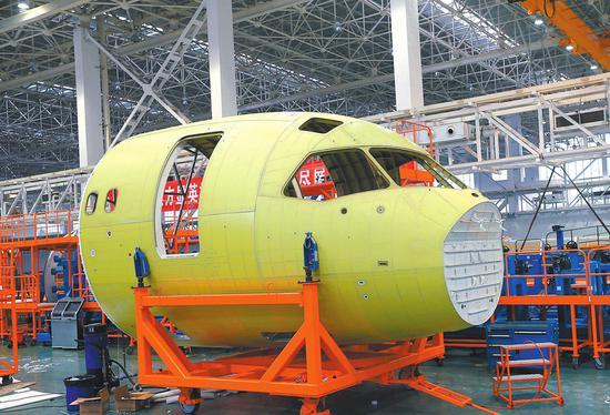 2014年C919首架机机头下线。