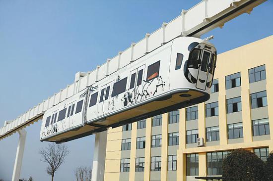 """资阳造""""熊猫""""空铁,已经在成都双流成功挂线试运行。 资料图片"""