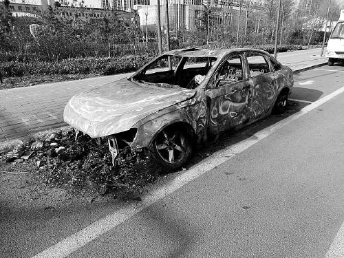 被烧得面目全非的车