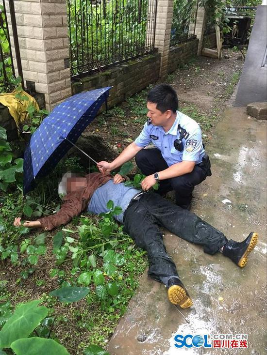 绵阳一老人忘带钥匙攀排水管坠楼 伤势过重身亡