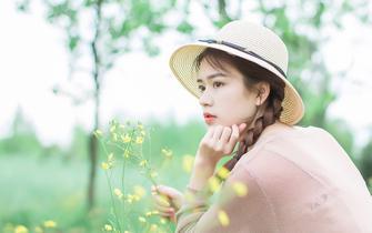 四川高校美女田园写真 清纯又可爱