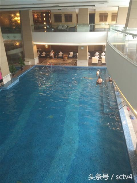 成都凯宾斯基游泳池水质不达标 酒店人员:放心使用