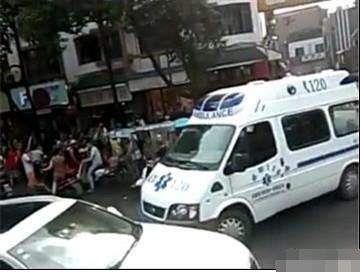 成都一女童从6楼坠下 经抢救无效死亡