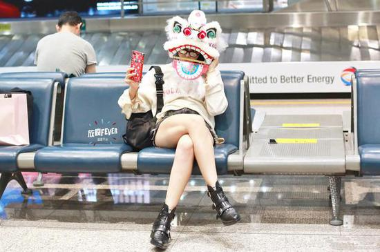 盘点女星如何在机场给自己加戏