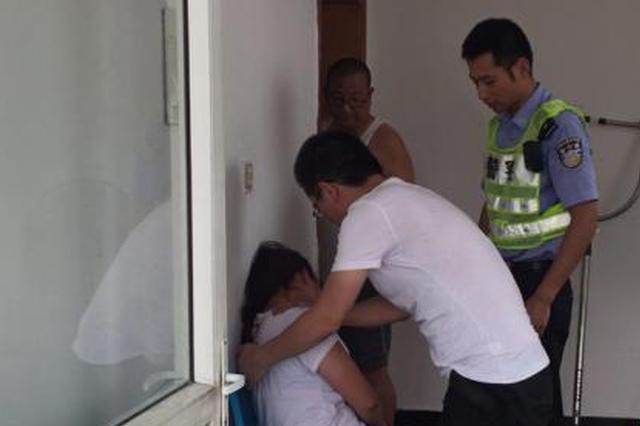 高速上吵架闹离婚妻子欲跳车 被浙江警方及时制止