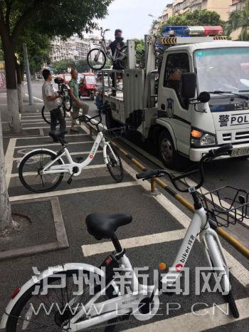 泸州共享单车刷上街一天被交警清理