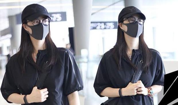 明星爱大牌:蒋欣穿一身黑都秒瘦十斤 你还不学?