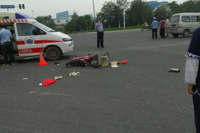绵阳工程车城区路口撞倒老人小孩致一死一伤