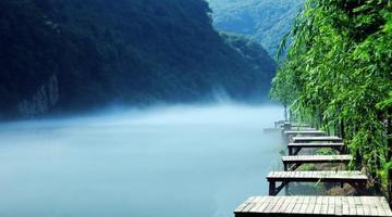 长江支流香景源现白沙奇雾景观