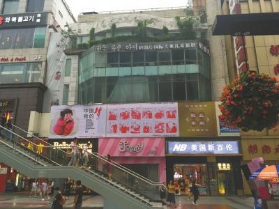 位于春熙路南口的二楼火锅店转让(圈中位置)。