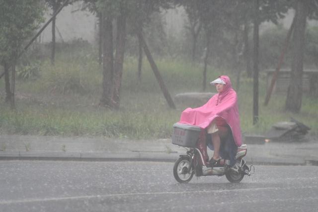 雨天路滑骑车摔伤 绵阳村民将路段管理方告上法庭