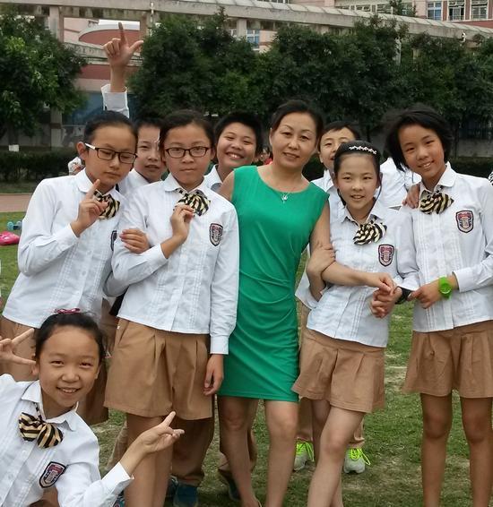 蒋隆鲜老师和学生们