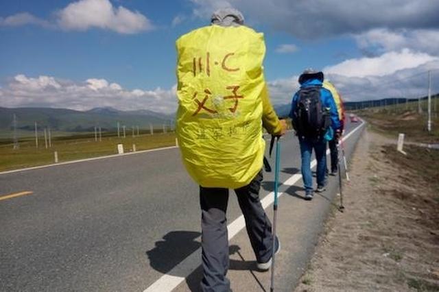 自贡男子带着12岁儿子徒步318穿越墨脱