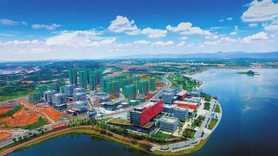 以成都科学城为载体,四川天府新区正争创国家科学中心和国家技术创新中心。图为成都科学城菁蓉中心。