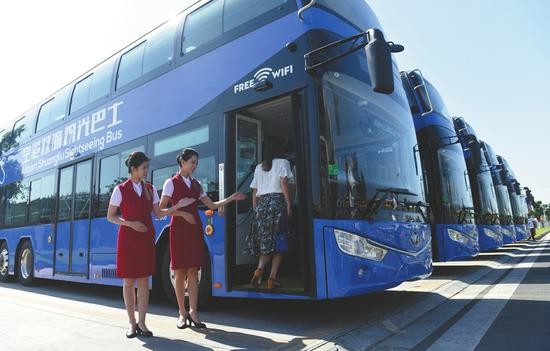 即将投入营运的双层公交车。