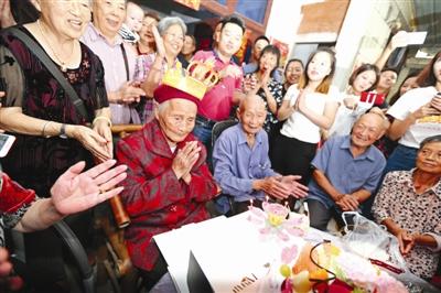 成都百岁以上老人达1005人 七成是女性